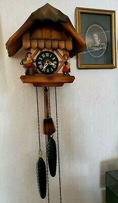 Vintage ~ Black Forest Cuckoo Clock Germany ~ 2 Pine Cone Wgts. German Couple