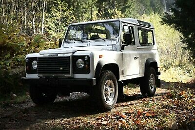 Land Rover: Defender 90 LHD TD5 - Only 49,000km & Original Paint 2004 Land Rover Defender 90 TD5 with only 49,000km & Original Paint. Like new.
