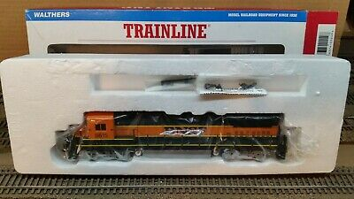 Walthers Trainline HO Scale Dash 8-40B BNSF #8615 DC