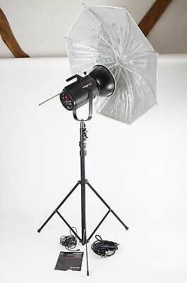 Courtenay Solaflash 1000.  Studio Flash Head, Stand, Brolly, Leads in Exc Cond.