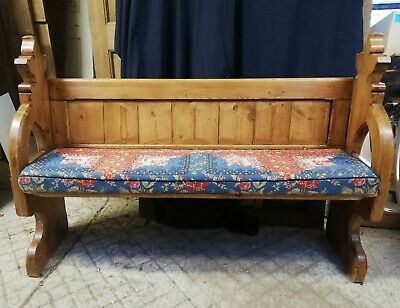 AN ATTRACTIVE RECLAIMED PINE CHURCH PEW WITH SEAT CUSHION Ref M1318