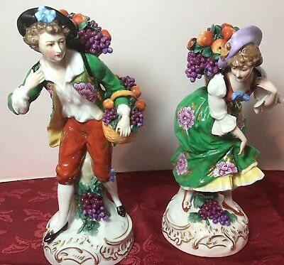 Pair Of Chelsea Porcelaine Figurines Pre 1800 The Fruit Sellers