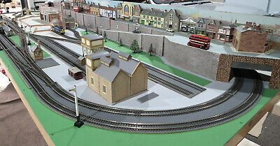 "MODEL RAILWAY LAYOUT OO 20 Ft x 3 Ft 7"" 3 SECTs MAINLY PECO TRACK TRIX CARD KITS"