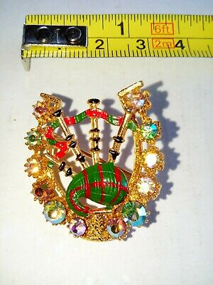 Bagpipes Within Horseshoe Brooch