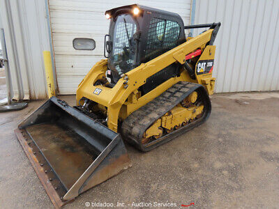 BOBCAT T870 WITH 96in / 8ft set of Very Heavy Duty Forks