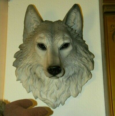 Beautiful Realistic Wolf Head Wall Hanging, Excellent Condition,