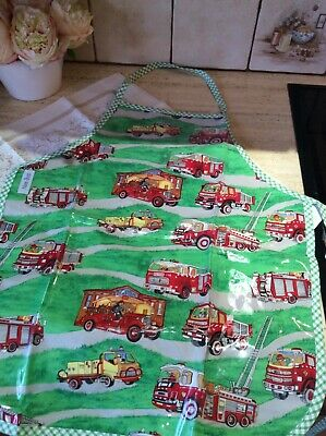 NEE-BOB Boys Red and Green Fire Engine Painting Apron ages 3 to 6 years NEW!