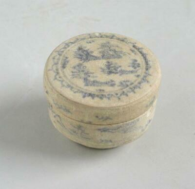 Small Annamese / Vietnamese 15th Century Covered Box with Chinese Characters