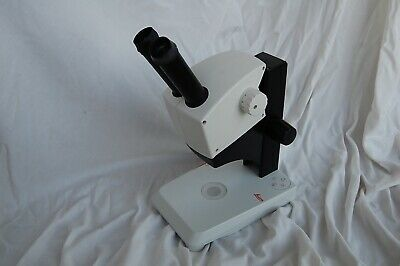 Leica EZ4 LED with 10x Eyepieces, 4.4:1 Zoom Stereo Microscope (10447187)