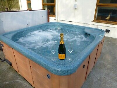 SAVE £100,s - SUMMER WALES LARGE FARMHOUSE HOLIDAY COTTAGE HOT TUB DOG FRIENDLY