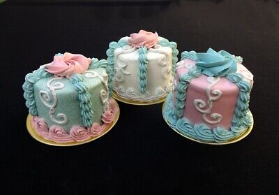 NEW! The Queen's Cakes