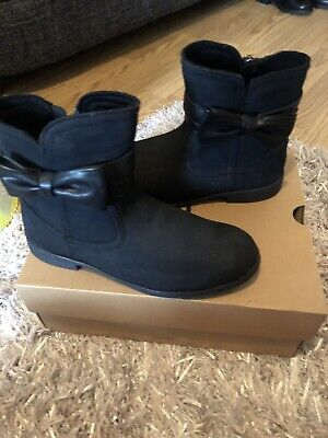 Brand New Girls Ugg Boots Size 3