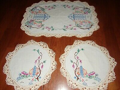Vintage Duchess Set~Estate Gates~Doilys/Doilies Excond