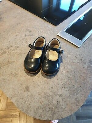 Clarks Infant Mary Jane Shoes. Black patent 5G