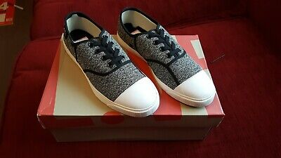 Lacoste LIVE  Casual shoes trainers Street & Skate Boys Girls Uk size 5 EU 38