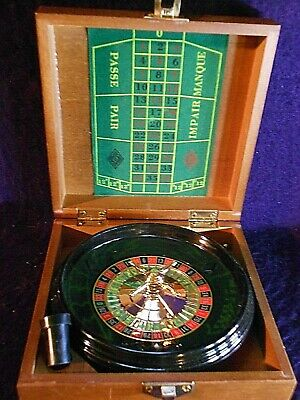 MINIATURE TRAVELING  ROULETTE WHEEL in wooden box.