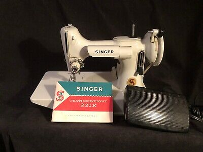 VINTAGE 1960s SINGER 221K WHITE FEATHERWEIGHT PORTABLE SEWING MACHINE & CASE!