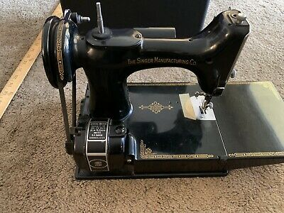 Vintage Singer  Featherweight 3-110 Portable Sewing Machine w/Pedal /case/acc