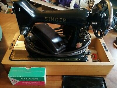 Vintage/Antique Singer Sewing Machine 99K Hand Cranked