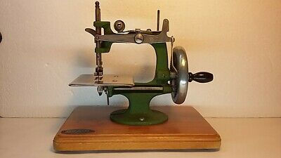 Vintage GRAIN Miniature Sewing Machine Very Good Condition & Working Order