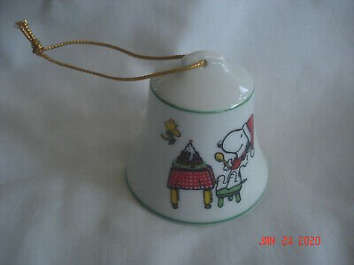 1977 HAPPY HOLIDAYS Peanuts SNOOPY & WOODSTOCK EATING CAKE Ceramic BELL ORNAMENT
