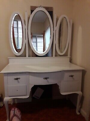 Queen Anne Dressing Table, 3 Mirror
