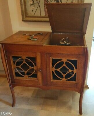 Gramophone Cabinet with records