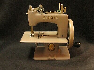 Vintage 1950's SINGER SEWHANDY Model No. 20 child's REAL sewing machine
