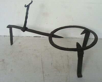 19th C hand wrought iron trivet, no reserve