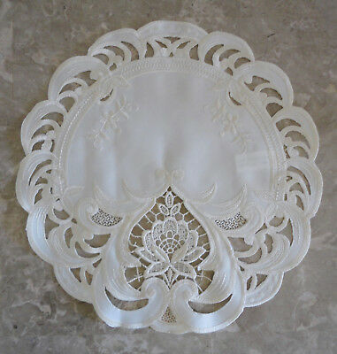 "Doily 11"" Vintage Romance Sweetheart  Lace Table Topper Round Ivory"