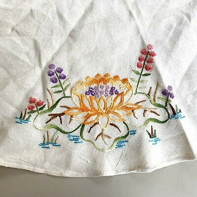 """Vtg Hand Embroidered 30"""" Round Table Cover Topper Topper Water Lily Linen"""