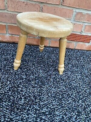 Wooden milking stool Work Stool three leg stool ideal for low level jobs