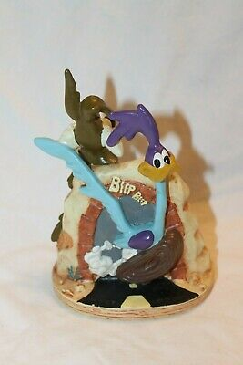 Wile E Coyote//Road Runner Failure Trap Sculpture Warner Brothers Store Exclusive