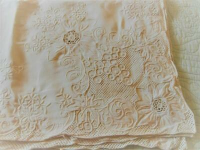 Vintage Linen Tablecloth With Heavy Embroidery And Cut Work - Cutter