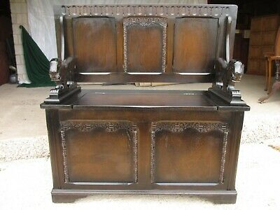 Victorian style oak monk's settle / bench with carved lion arms (ref 786)