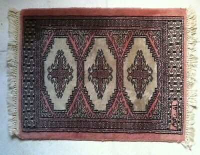 """Small Oriental? Asian? Rug approx 18.5 """" x 24"""" Hand-Woven? Silk? Antique? Signed"""