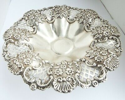 Beautiful Large English Antique 1901 Sterling Silver Table Pedestal Fruit Dish