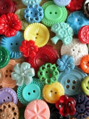 BRIGHT & CHEERFUL VINTAGE FLOWER BUTTONS JEWELLERY CRAFTS BOUQUETS 50 pcs.
