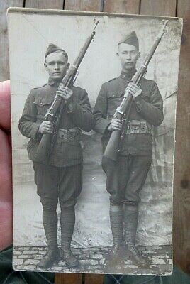 ca 1917 2 WW1 US ARMY SOLDIERS HOLDING RIFLES REAL PHOTO POSTCARD RPPC