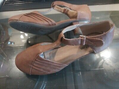 Cotton Traders Lady's Brown  Leather Court Shoes Size 8