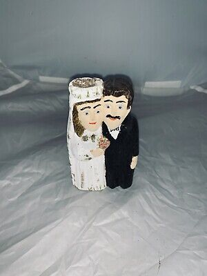 polished wooden carved mini couple figures
