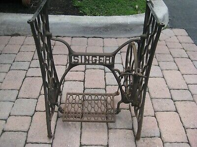 Antique / Cast Iron / Singer Treadle Sewing Stand