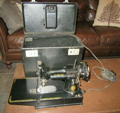 Singer 222 K Featherweight 1954 Sewing Machine/Works!