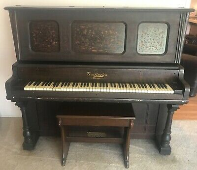 Used brown Wellington Chicago piano