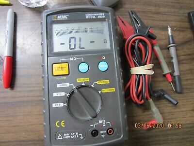 AEMC CP Digital Megohmmeter Model 1026 w/ Test Leads w/ Case