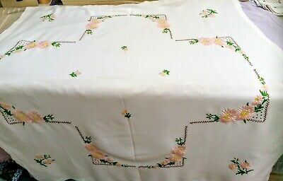 Vintage Fine Linen Embroidered Cloth.Pink Petal Daisy Flowers approx 38x4 inches