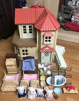 Sylvanian Families Beechwood Hall Bundle With Figures, Furniture & Accessories