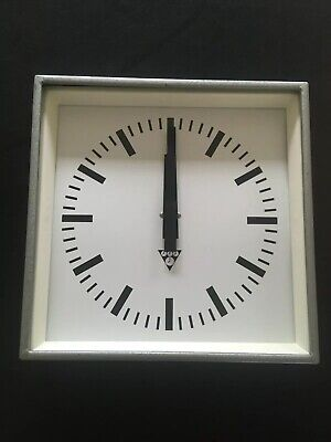 1 Original Vintage Industrial Pragotron Metal Factory Railway Clock 34 cms