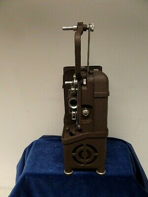 VINTAGE DEKKO 8mm CINE MOVIE PROJECTOR MODEL 118. NOT FULLY TESTED.