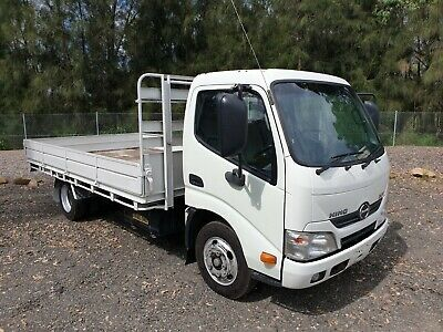 2014 Hino 300 616 turbo Automatic car licence table top tray truck